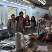 Kochteam in der Großküche